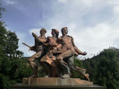 Drei rote Pfiffe im Wald – Auf den Spuren der PartisanInnen in Kärnten